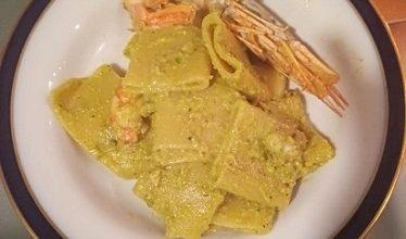 Photo of Toghe&Teglie: paccheri al pesto di pistacchi e mandorle con gamberi rossi