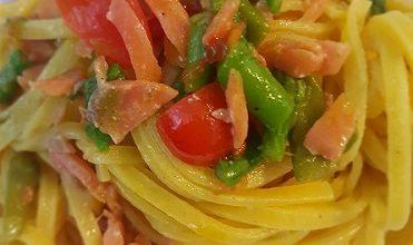 Photo of Toghe&Teglie: tagliolini con trota affumicata, punte di asparagi e pomodorini